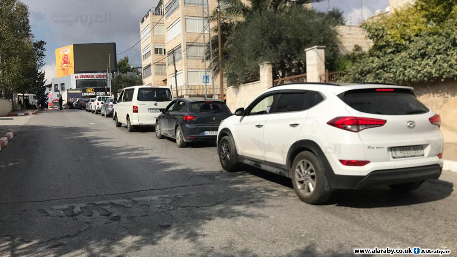 ذوو إعاقة يغلقون شارعا رئيسيا في رام الله للمطالبة بنظام صحي