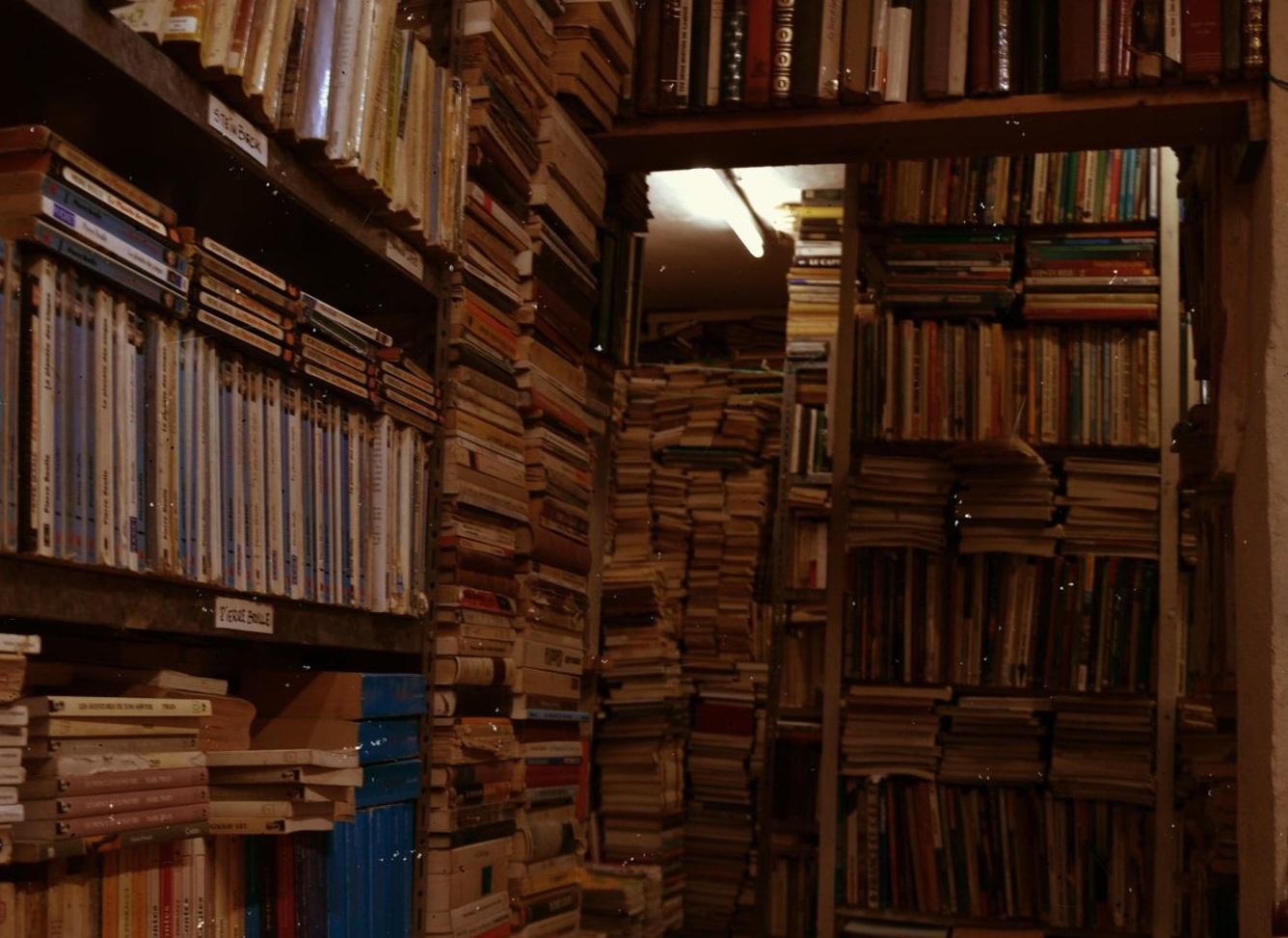 مكتبة لبيع الكتب في تونس