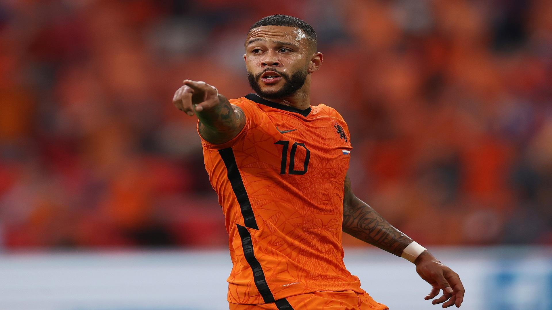 برشلونة يُعلن صفقته الرابعة بضم الهولندي ديباي