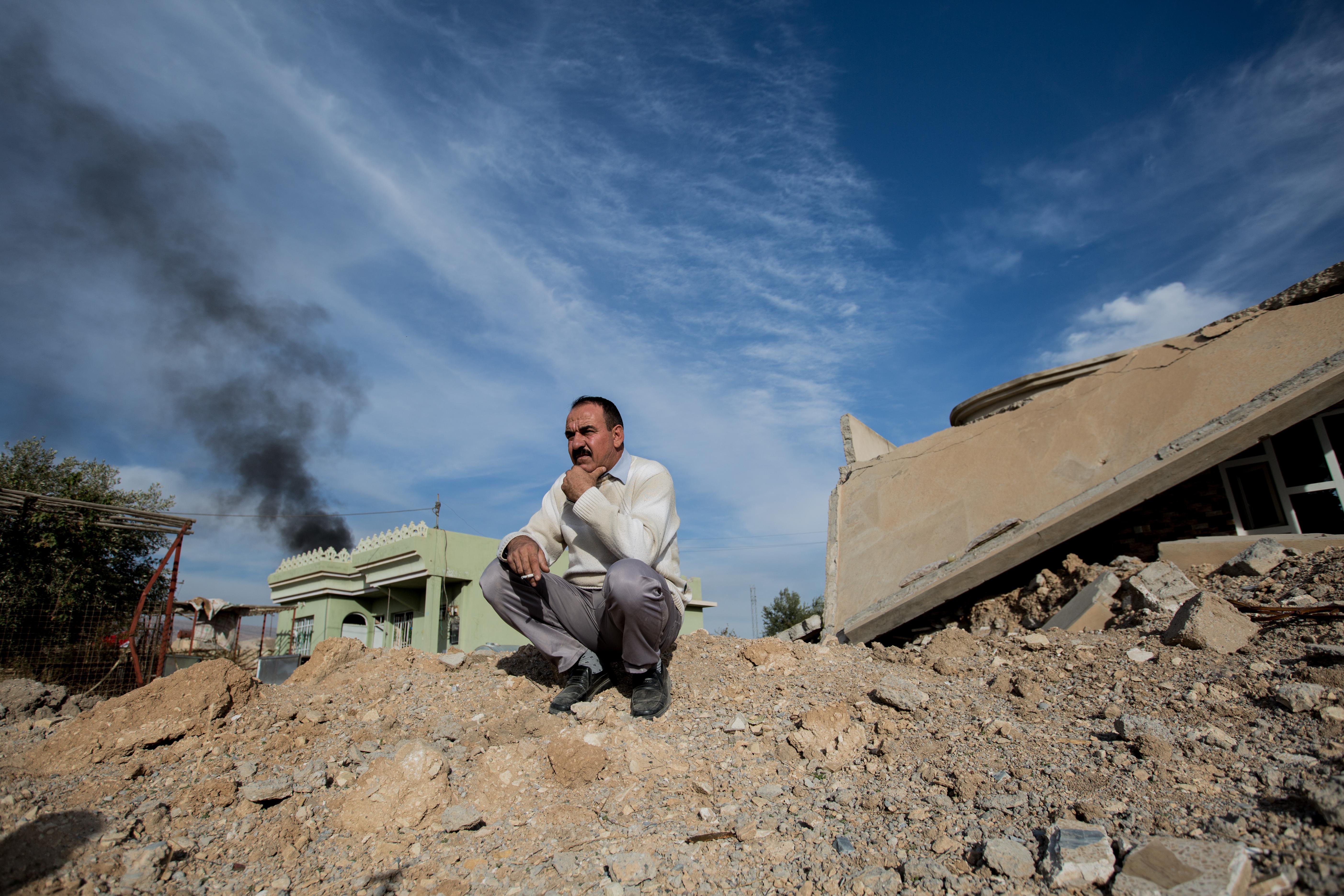 وسط الدمار في سنجار (سيباستيان باخوس/ Getty)