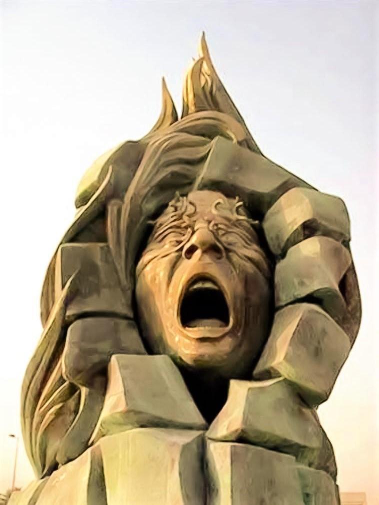 """منحوتة """"ملجأ العامري"""" للفنان العراقي علاء بشير"""