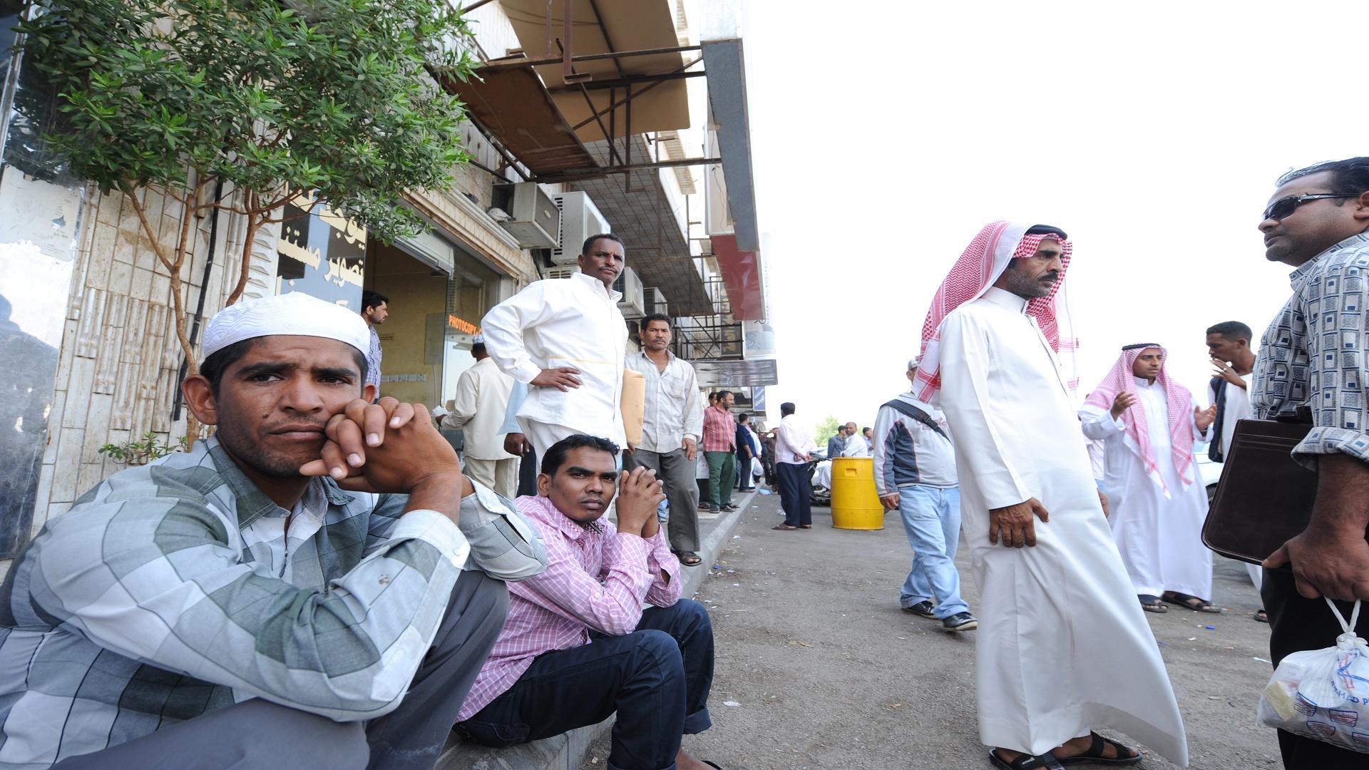 بدل الغلاء يتجاهل الوافدين بالسعودية... وتوقعات باحتجاجات تعطل الشركات