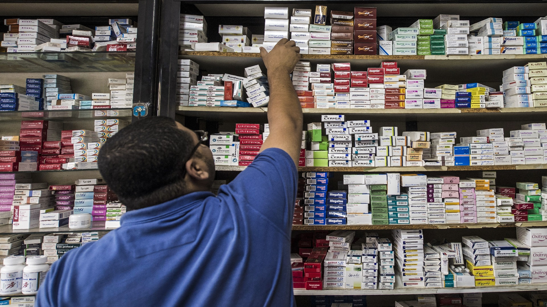 صيادلة مصر غاضبون من توزيع أدوية كورونا بـ الكوتة