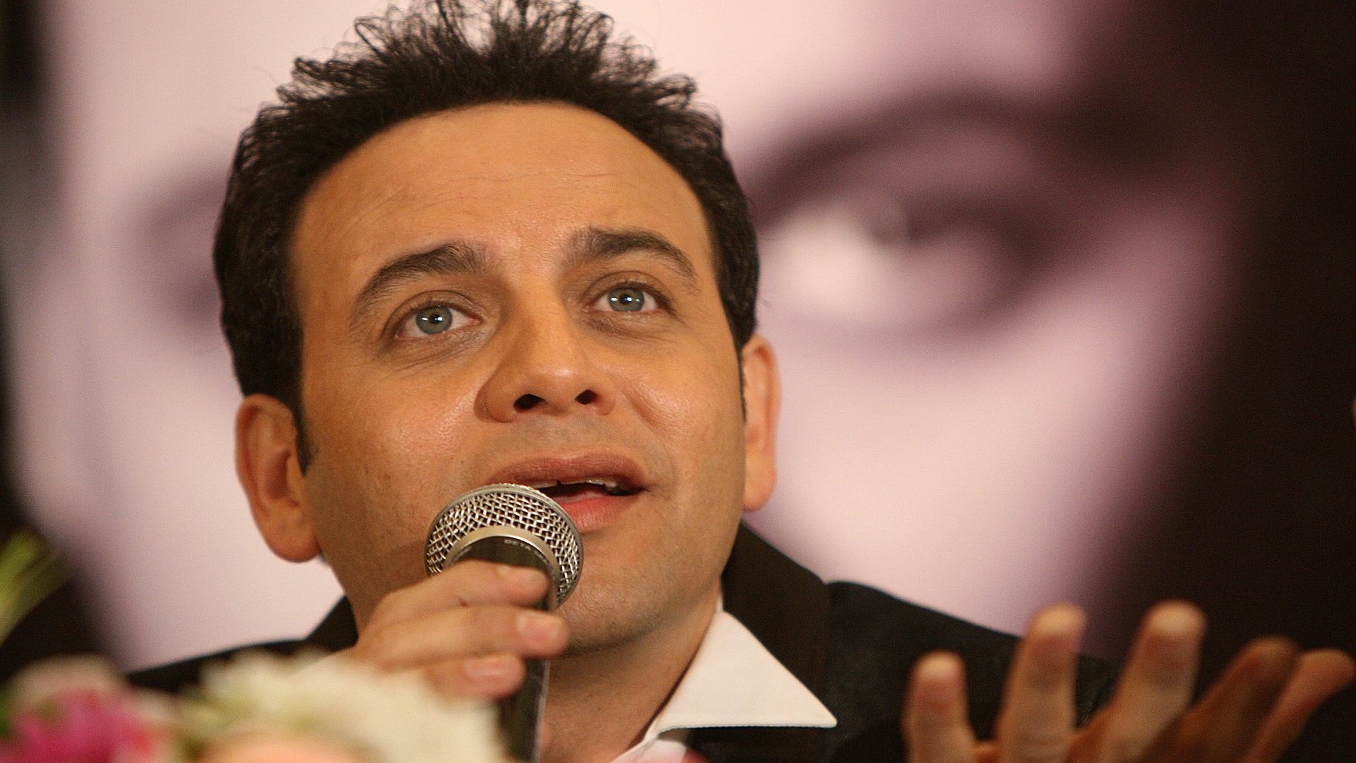 عودة مصطفى قمر للغناء ملك البوب العربي