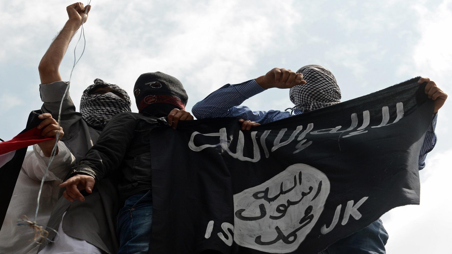 داعش ينشر صور 21 مصرياً بملابس الإعدام البرتقالية