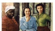 هاتي ماكدانيال (يسار) نالت الأوسكار ومنعت من حضور الفيلم بسبب لونها (Getty)