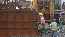 عمال في مدينة يومباي الهندية (فرانس برس)