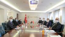 الوزير التركي فاتح دونماز والليبي محمد أحمد عون (الأناضول)