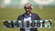 من هو مدرب فريق ريال بيتيس الجديد؟