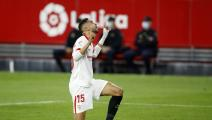 SEVILLE, SPAIN - NOVEMBER 21: Youssef En-Nesyri of Sevilla celebrates after scoring his team's second goal during the La Liga Santander match between Sevilla FC and RC Celta at Estadio Ramon Sanchez Pizjuan on November 21, 2020 in Seville, Spain. Football Stadiums around Europe remain empty due to the Coronavirus Pandemic as Government social distancing laws prohibit fans inside venues resulting in fixtures being played behind closed doors. (Photo by Fran Santiago/Getty Images)