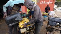 اعتماد على المولدات في ليبيا (محمود تركية/ فرانس برس)