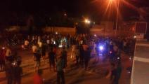 تونسيون يحتجون أمام ثكنة تطاوين رفضا لما جرى في رمادة