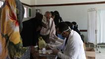 طبيب متطوع في صنعاء (محمد حمود/ Getty)
