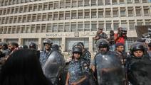 تدابير المركزي لم تفلح بلجم تدهور الليرة اللبنانية (فرانس برس)