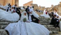 عرس جماعي في بعلبك شرقي لبنان أمس الجمعة (فرانس برس)