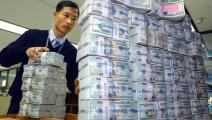 البنوك الآسيوية تواصل تخزين الدولارات تحسباً للحظر