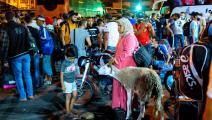 """مغاربة في محطة حافلات """"أولاد زيان"""" بالدار البيضاء قبل تطبيق حظر السفر (Getty)"""