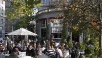 الحياة تعود لمقاهي زيورخ عاصمة المصارف السويسرية