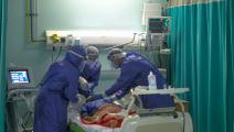 أطباء في غرفة عمليات بالقاهرة (فرانس برس)