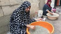 تنظيف الزعتر من الشوائب (العربي الجديد)