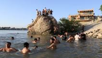 يسبحون في مياه دجلة ببغداد (مرتضى السوداني/ الأناضول)