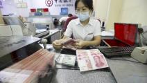 اليوان الصيني ينتعش على حساب الدولار