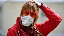 يعتقد البعض بأنّ الكمامة لا تحمي من المرض أو العدوى (جون ماكدوغال/ فرانس برس)