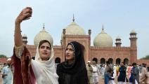تعاني الباكستانيات من قيود كثيرة (عارف علي/فرانس برس)