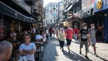 قطاع الخدمات والسياحة هو الأكثر تضرراً (دييغو كوبولو/ Getty)