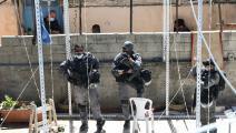 جنود الاحتلال يواكبون هدم سقف في القدس- الأناضول