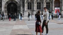 "بانتظار فحص ""بي سي آر"" في باريس (آلان جوكار/ فرانس برس)"