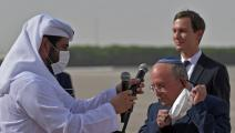 مائير بن شابات وجاريد كوشنر لدى وصولهما إلى مطار أبوظبي