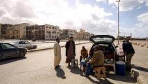 ليبيون بالقرب من محكمة بنغازي (عبد الله دوما/ فرانس برس)