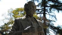 تمثال نعيم فراشري في تيرانا