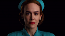 تؤدي سارة بولسون دور الممرضة رايتشد (نتفليكس)