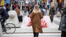 تحضيرات الأعياد مستمرة رغم الوباء في استوكهولم (فريدريك ساندبرغ/فرانس برس)