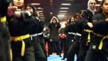 يتدربن على أحد الفنون القتالية  (ياسر الزيات/ فرانس برس)