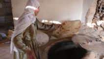 تخبز على الصاج في الغوطة الشرقية 2016- getty