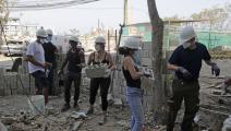 مساعدة في إعادة ترميم البيوت بعد انفجار مرفأ بيروت (أنور عمرو/ فرانس برس)