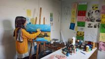 """الفنانة الفلسطينية أميرة حمدان على مشروع تفاعلي بعنوان """"أبواب"""" (عبد الحكيم أبو رياش)"""