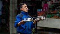 تساؤلات عديدة في الشارع حول إتلاف ألفي طن شاي (دليل سليمان/فرانس برس)