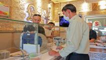 مكتب للصرافة في مدينة السليمانية بكردستان العراق/ فرانس برس