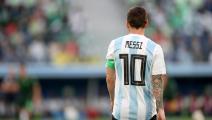 نجل مارادونا يطالب بحجب القميص 10 من ميسي