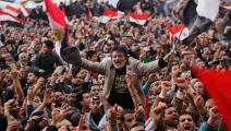 """""""القاهرة منوّرة بناسها"""" وثوّارها في 10 فبراير 2011: لكن، أين السينما؟ (كريس هَنْدرُس/ Getty)"""