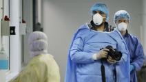 المصوّر اللبناني جوزيف عيد في مستشفى رفيق الحريري (فرانس برس)