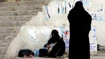 تتسول حاملة ولدها في بغداد (صباح عرار/فرانس برس)