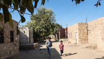طفلان في قرية مصرية- فرانس برس