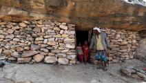 عائلة يمنية تلجأ إلى كهف غربي صنعاء بسبب الفقر ونقص السكن/محمد الباشا/ فرانس برس