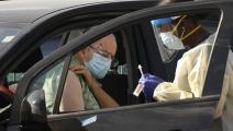 رجل يحصل على اللقاح في أميركا (Getty)