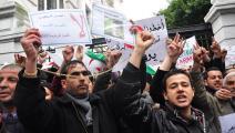 عشرات المتظاهرين بولاية بجاية يرفعون شعارات مناوئة للسلطة الجزائرية (العربي الجديد)